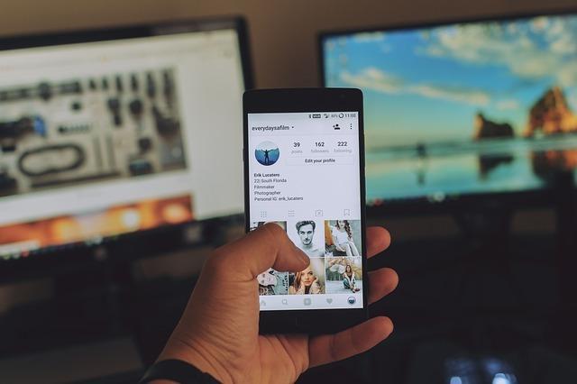 tres de las estrategias de marketing digital que estarán vigentes y empoderarán a las empresas serán la realización adecuada del posicionamiento SEO, el manejo de contenidos y las historias en redes sociales.